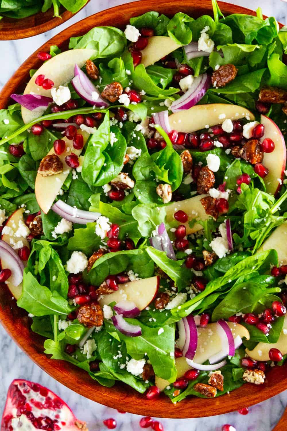 spinach pomegranate salad with onions and apples