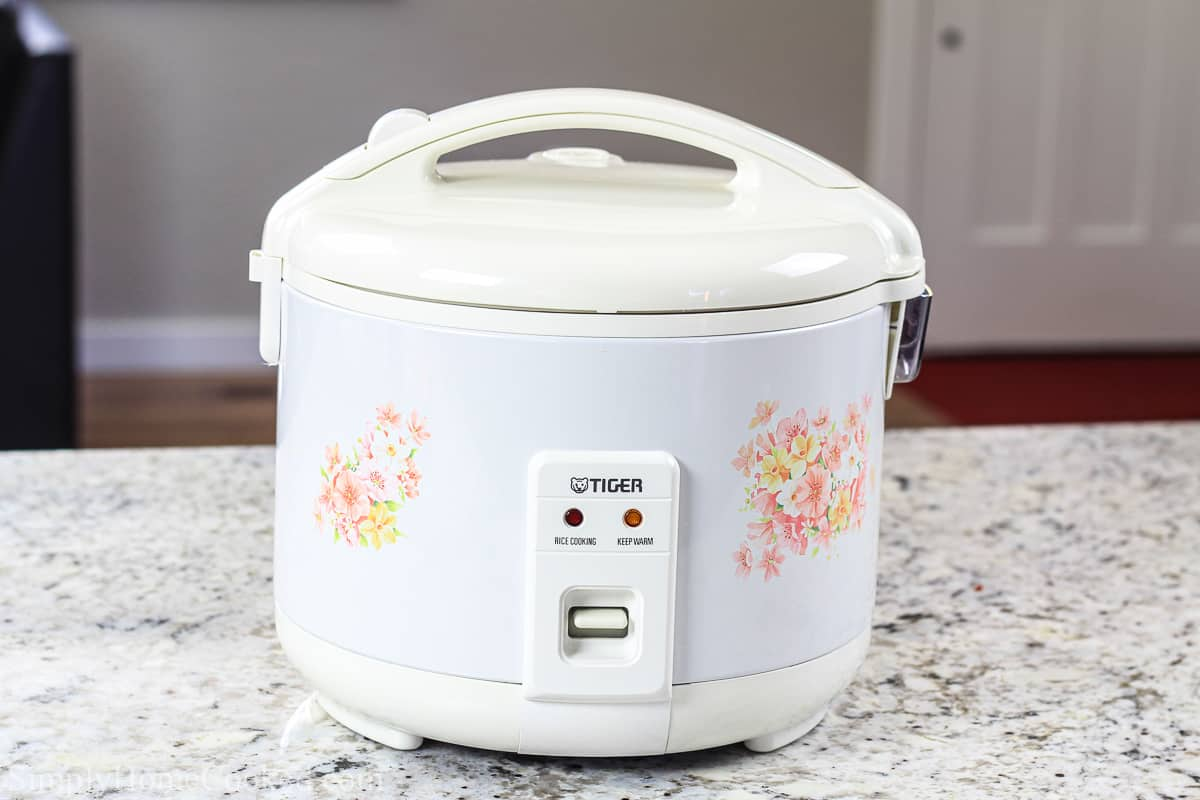 image of a white Tiger brand rice cooker to show what type of rice cooker is best for fried rice